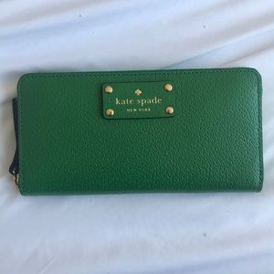 New with tags Kate Spade Neda Zip Wallet